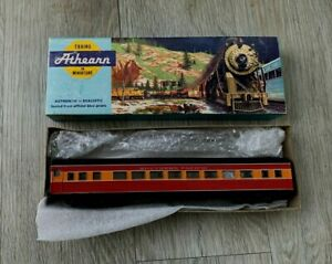 ATHEARN HO GAUGE SOUTHERN – SP DAYLIGHT PASSENGER COACH – SP 2395 - BOXED