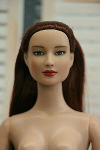 Tonner RARE 2007 Basic Black Layne flat feet ONLY Nude Doll with box & stand TLC