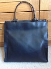 Gorgeous authentic Gucci bag in black calf leather