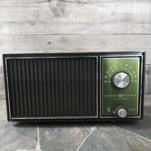 Vintage 1960s General Electric GE AM/FM Solid State Table Top Radio Works Great!