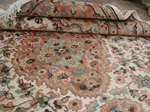 Gultarash Ivory Touch Flowers Hand Knotted Area Rug Wool Silk Carpet (6 x 4)'