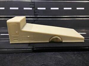 1/32 RESIN Race Car Hauler Ramp Transport Bed