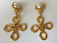 FABULOUS VINTAGE LARGE CHANEL CC LOGO PEARL DANGLE  EARRINGS 93P MINT CONDITION