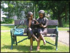 Bronzeskulptur, Frauen auf Bank, Wunderschöne Dekoration für ihren Garten *