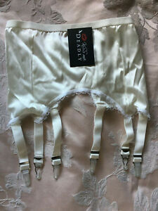 New Kiss Me Deadly Retro Classics Ivory 6-Strap Suspender Belt S