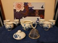 CHINESE BLUE & WHITE TEAPOT WITH STRAINER AND 6 TEA CUPS SET - NEW IN BOX