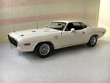 PhillyMint-ACME 1970 Dodge Challenger R/T VP Alpine White 1:24 LE 250 A2406004