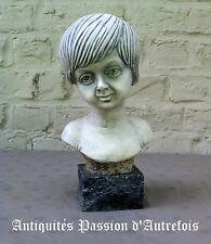 B2016392 - Buste en plâtre sur socle en pierre