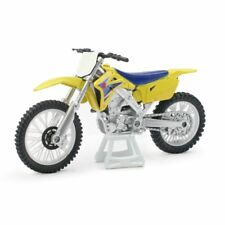 NEW RAY MODELO CRUZ MOTO SUZUKI RMZ 450 ESCALA 1:18 BIKE TEXTO ORIGINAL EN