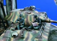 1:35 German Tanks At Rest High Quality Resin Kits (2 Figures)