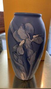 "Vintage Weller Ware KKT  7"" vase, pristine condition"
