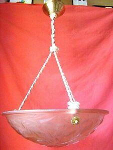 plafonnier coupe en verre moulé  époque art-déco (1930)