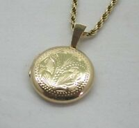 A Lovely Vintage 9ct Gold Engraved Locket On 9ct Rope Link Chain