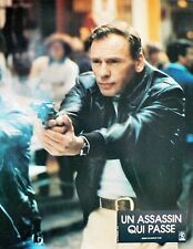 UN ASSASSIN QUI PASSE - Trintignant - SET 16 PHOTOS D'ÉPOQUE + SYNOPSIS (1980)