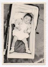 PHOTO ANCIENNE Dormeur Sommeil Sieste Repos Yeux fermés 1950 Enfant Landau