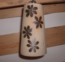 Vogelfutterglocke/Vogelfutterstation aus Keramik mit Blüten verziert