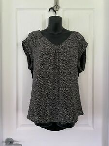 Jacqui E Black and White Top Size 14 – Ideal for Office (or Zoom meeting)