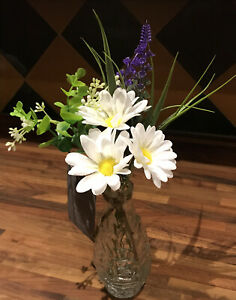 ARTIFICIAL DAISY & LAVENDER FLOWERS ARRANGED IN TEXTURED GLASS VASE.GIFT..NEW