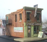 Downtown Deco N Scale Patterson's Hardware Craftsman Kit Building Kit Very Cool!