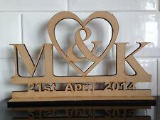 W3 grande giorno con 2 iniziali HEART TABLE TOP PLACCA IN LEGNO LASER CUT MDF segno