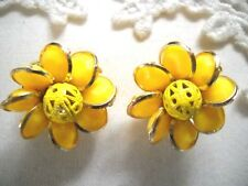 VINTAGE YELLOW THERMOSET PLASTIC HUGGIE BUTTON CLIP-ON FLOWERS, HONG KONG