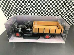 Highway 61 1946 Chevrolet Grain Truck - Black - 1:16 Diecast Boxed