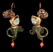 Außergewöhnliche Ohrhänger mit Meerjungfrau, grüner Stein, goldfarben, Emaille