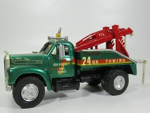 MACK B-61 WHITE METAL RECOVERY TOW TRUCK, WRECKER BREAKDOWN, 1:48 ish Scale
