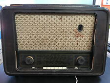 Radio antica a valvole con giradischi Lesa PH 652 54 56