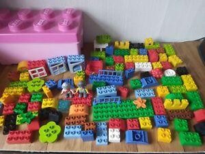 Lego DUPLO   Bundle Of Mixed Bricks BLOCKS  + 2 Figures