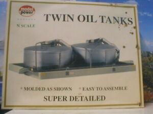 N scale Twin Oil Tanks Model Power