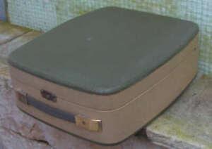 Koffer Plattenspieler von Philips mit Adapter