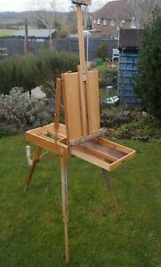 Vintage Artists Box Easel. Good Condition. Very Sturdy. Portable.