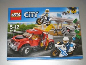 LEGO CITY SET 60137 TOW TRUCK TROUBLE - BRAND NEW