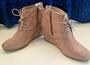 Universal Threads Women's Platform Taupe Suede 9.5 Ankle Booties NEW NWT