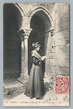 Arlesienne au Couvent de Sainte Trophime ARLES Pretty Girl CPA Catholic Convent