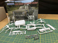 78 GMC 4X4 CHASSIS INTERIOR SUSPENSION Off Road Pickup LBR Model Parts 1:25 FOB