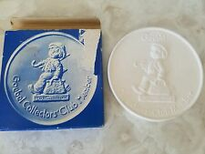 Goebel 1980 Collectors' Club Member Plaque with Box Merry Wanderer W Germany