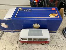 WELLY  #2095 1962 Volkswagen Microbus 1:24 Diecast red white