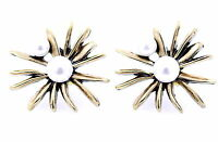Vintage retro style 3cm pearl centre bronze daisy mums flower stud earrings