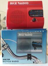 Radio para bicicleta AM/FM con soporte y tornillos incluido