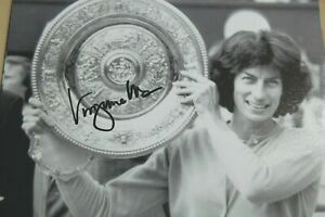VIRGINIA WADE SIGNED 1977 WIMBLEDON CHAMPION 10X8 PHOTO 2