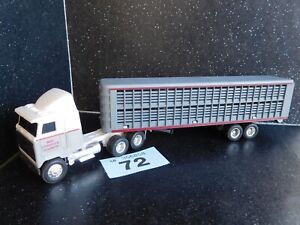 ERTL 1/64 Mac Ultra-Liner Sleeper with Livestock Trailer - Mighty Movers (72)
