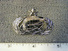 USAF issue Senior Manpower bright metal badge by Vanguard brand new never issued