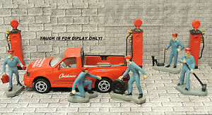 LOT#1 GAS PUMPS WITH WITH MECHANICS SET (O)SCALE 50's STYLE DIORAMA ACCESSORIES