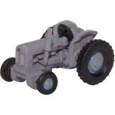 Tracteurs miniatures gris Busch