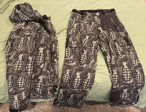 grenade Ski jacket and Ski pants the fiend series.  Only Used Once!!