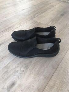 Clarks Cushion Soft Cloudsteppers black slip on shoes, size 5 E / Eur 38.