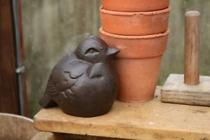 Vintage Style Cast Iron Decorative Bird Robin. Garden Statue Figurine Ornament