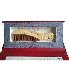 Peigne en bois sculpté, signe zodiaque chinois ¨chien¨, en coffret